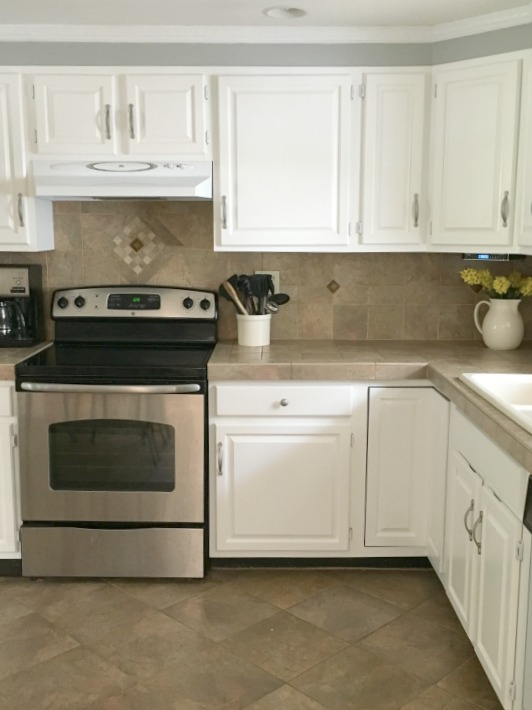 White cabinets Benjamin Moore Advance