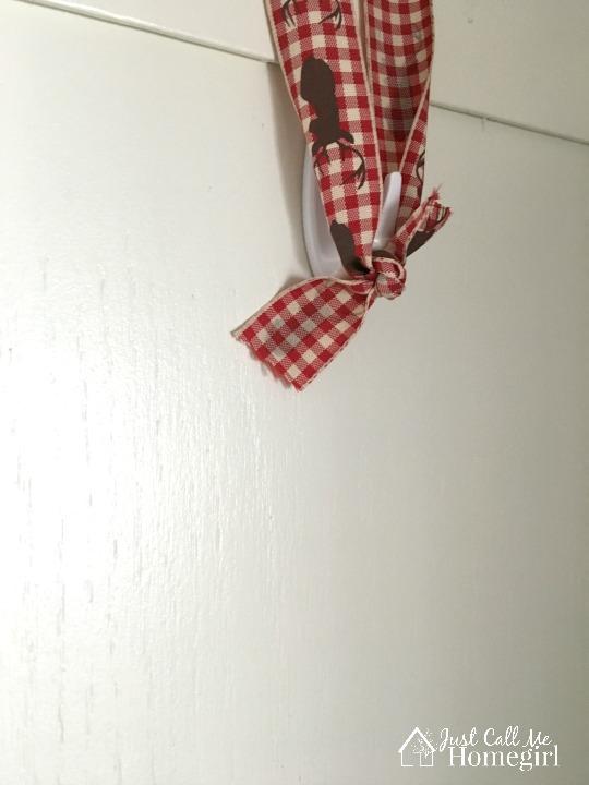 command hook wreath hanging