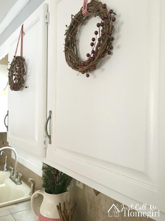 white-kitchen-christmas